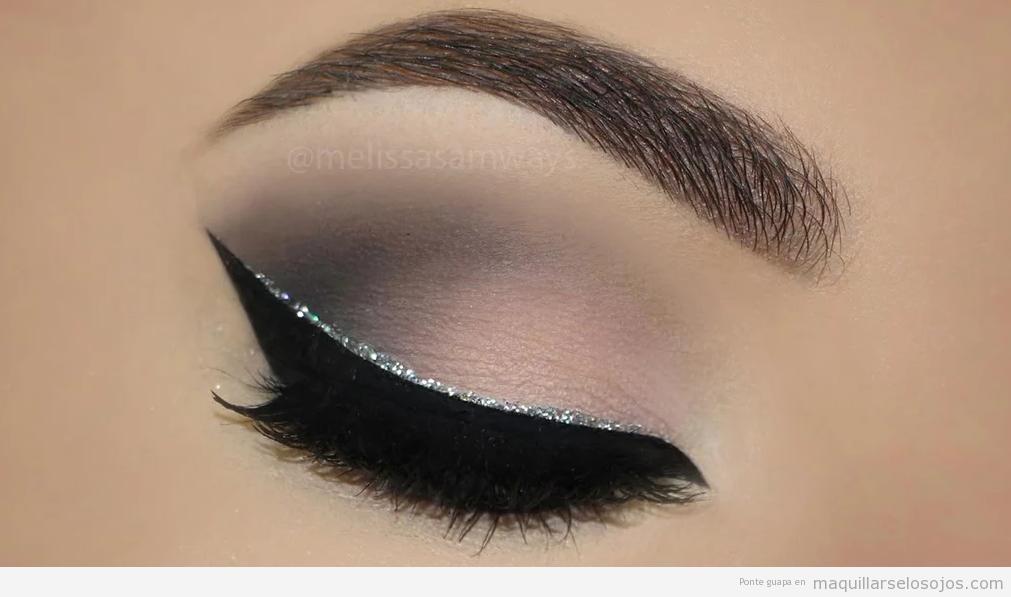 Maquillaje de ojos Nochevieja, eyeliner plateado