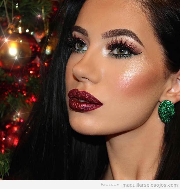 Maquillaje de ojos bronce y verde y labios rojos Navidad 2016