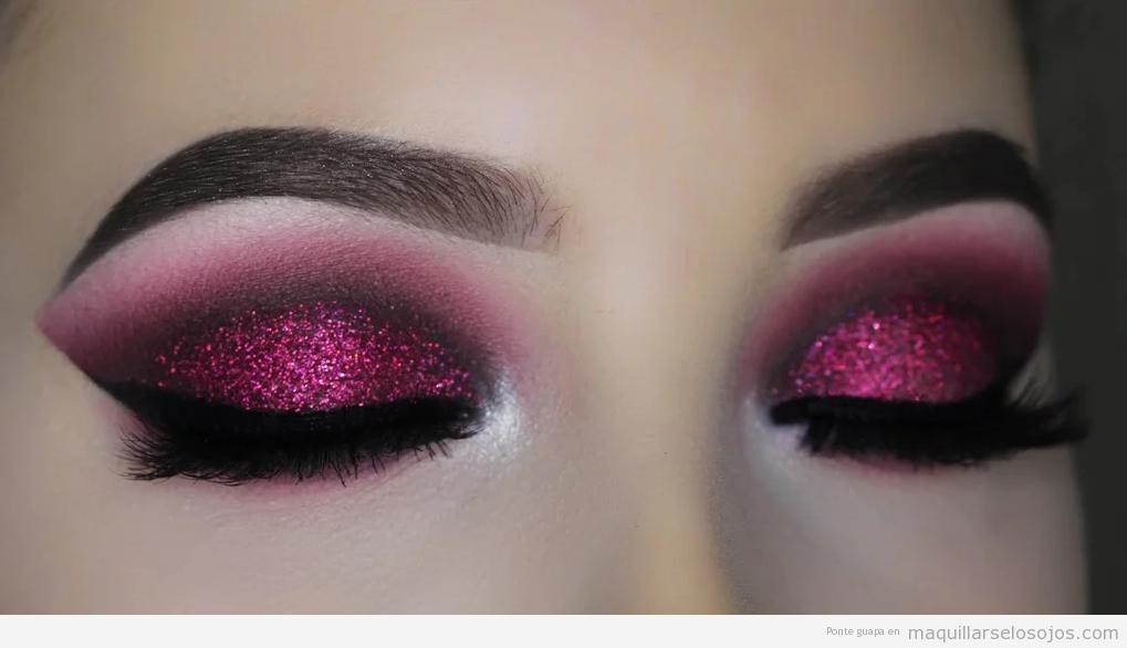 Maquillaje de ojos purpurina rosa para Nochevieja y añonuevo