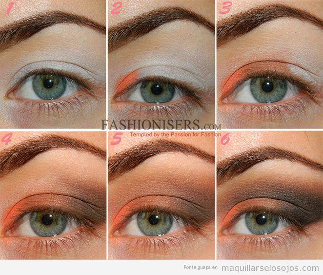 Maquillaje de ojos color naranja ahumado