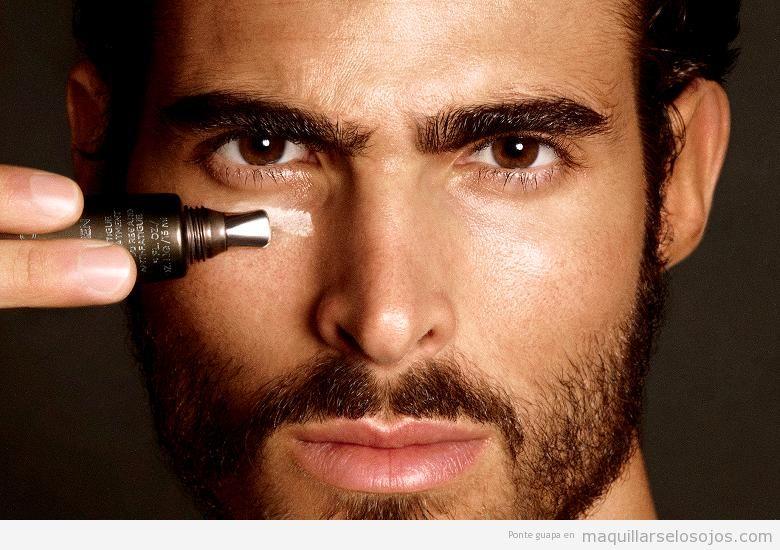 Maquillaje de ojos, corrector de ojeras para hombres