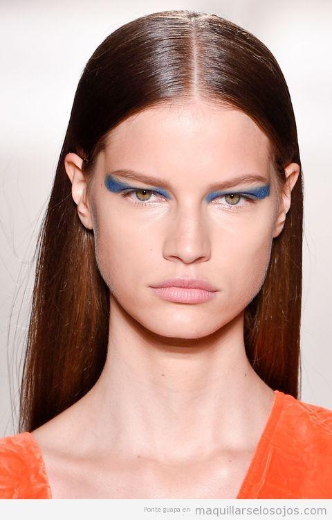 Tendencias maquillaje de ojos verano 2017 color azul intenso