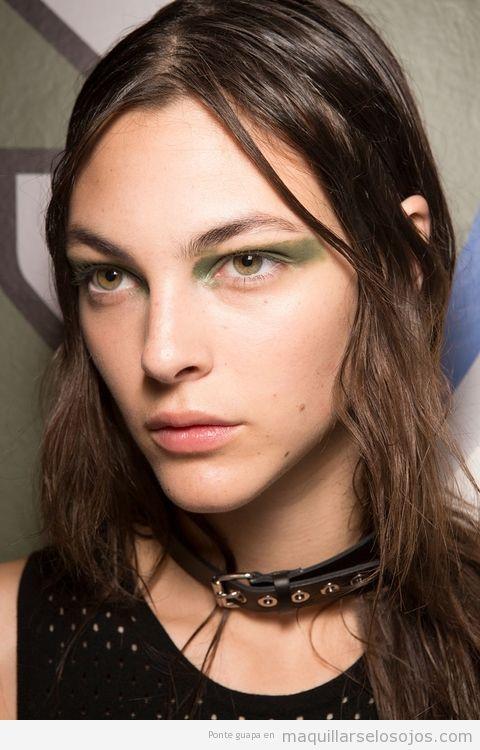 Tendencias maquillaje de ojos verano 2017 color verde oliva