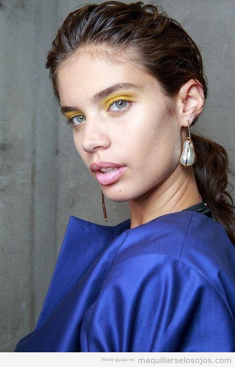 Tendencias maquillaje de ojos verano 2017 color amarillo