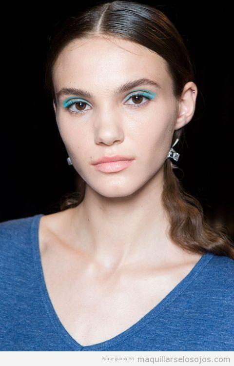 Tendencias maquillaje de ojos verano 2017 color azul claro