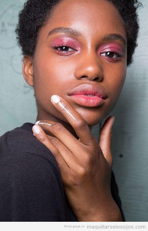 Tendencias maquillaje de ojos verano 2017 color rosa