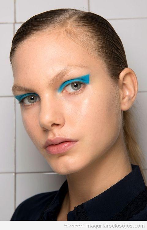 Tendencias maquillaje de ojos verano 2017 color azul turquesa