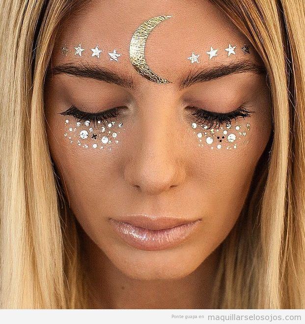 Maquillaje de ojos para festivales de música con lentejuelas
