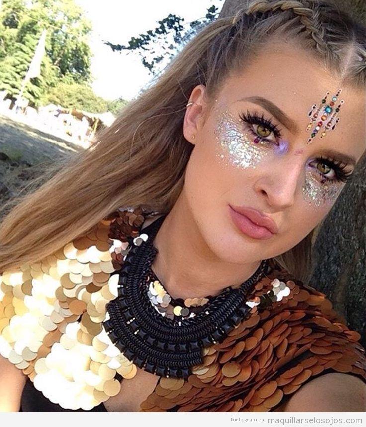 Maquillaje de ojos para festivales de música con purpurina
