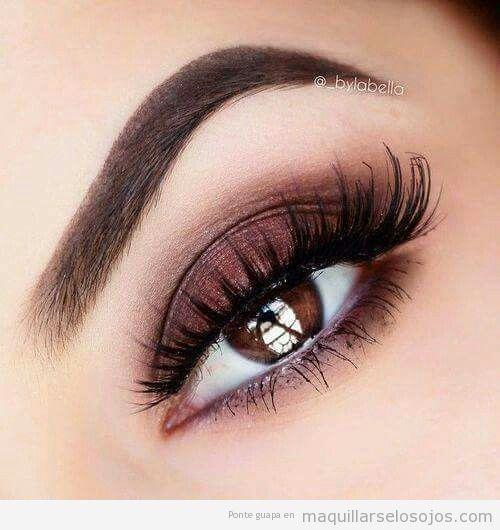 Maquillaje ojos marrones son sombra metalizada 2