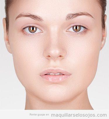 Maquillaje de ojos con sombra de ojos marca Boho natural