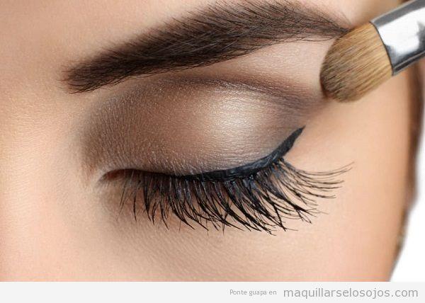Cómo tener ojos impactantes con maquillaje 3