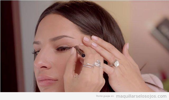 Maquillaje de ojos cat eye lápiz de ojos