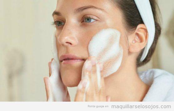 Cómo aplicar limpiador facial