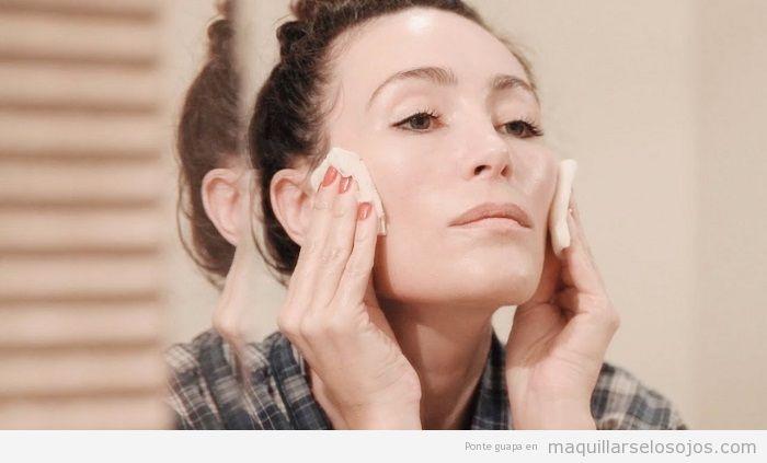 Cómo aplicar tónico facial