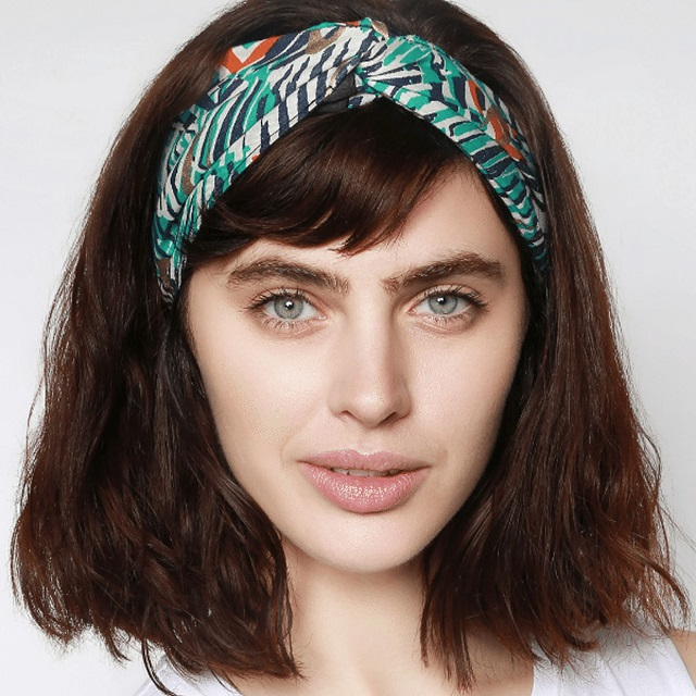 Peinado para videoconferencia con diadema